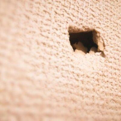 壁の穴は修復できる!ネジ穴からこぶし大の穴まで徹底解説