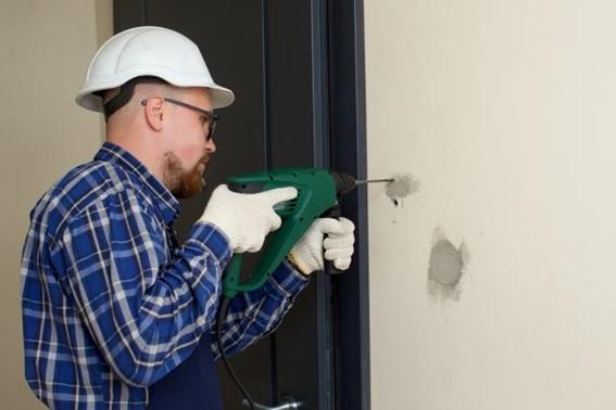 壁の穴の大きさ別の修復方法